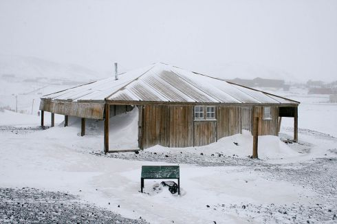 800px-Scotts_Hut_Antarctica